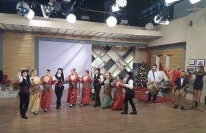 Ποντιόπουλα του «Φάρου» Αγίας Βαρβάρας χορεύουν σε τηλεοπτική εκπομπή