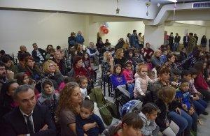 Δώρα, ευχές και χαμόγελα πλημμύρισαν την «Τραπεζούντα» Φυλής στη χριστουγεννιάτικη γιορτή του συλλόγου (φωτο)