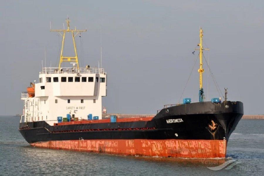 Στην Εισαγγελία Πειραιά το οκταμελές πλήρωμα του φορτηγού πλοίου «Adromeda»