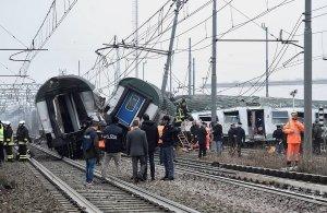 Ιταλία: Τέσσερις νεκροί και δεκάδες τραυματίες από εκτροχιασμού τρένου έξω από το Μιλάνο