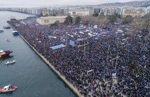 Μισό εκατομμύριο Έλληνες βροντοφώναξαν στη Θεσσαλονίκη: «Κάτω τα χέρια από τη Μακεδονία» — Ηχηρό το μήνυμα προς την κυβέρνηση