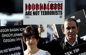 Τουρκία: Για «τρομοκρατική προπαγάνδα» καταδικάστηκαν πέντε δημοσιογράφοι