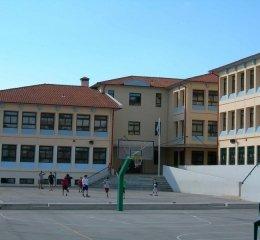Σχολεία: Πρώτο κουδούνι σήμερα από Δημοτικά μέχρι Λύκεια
