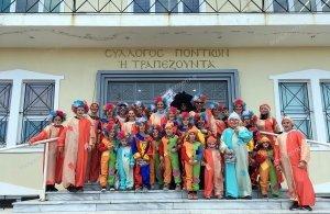 Κλόουν ντύθηκε η «Τραπεζούντα» Φυλής στις αποκριάτικες εκδηλώσεις της περιοχής (φωτο)