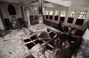 Ενας νεκρός και 37 τραυματίες από βομβιστική επίθεση σε τέμενος στην Λιβύη