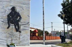 Μια νέα παιδική χαρά δίπλα από το μνημείο του Πόντιου Ακρίτα στις Αχαρνές (φωτο)