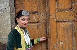 Η ερευνήτρια Μαρία Διαμαντίδου φωτογραφίζεται στα Πλάτανα της Τραπεζούντας για το νέο της ημερολόγιο (φωτο)