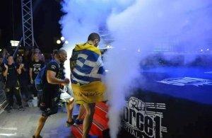 Με την σημαία του Πόντου και τον πυρρίχιο χορό αγωνίστηκε o Παύλος Κοχλιαρίδης στο «Dare to Fight» (βίντεο)