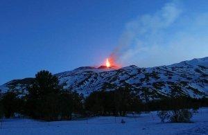 Το ηφαίστειο της Αίτνας «τσουλάει» αργά, αλλά σταθερά, προς τη θάλασσα!