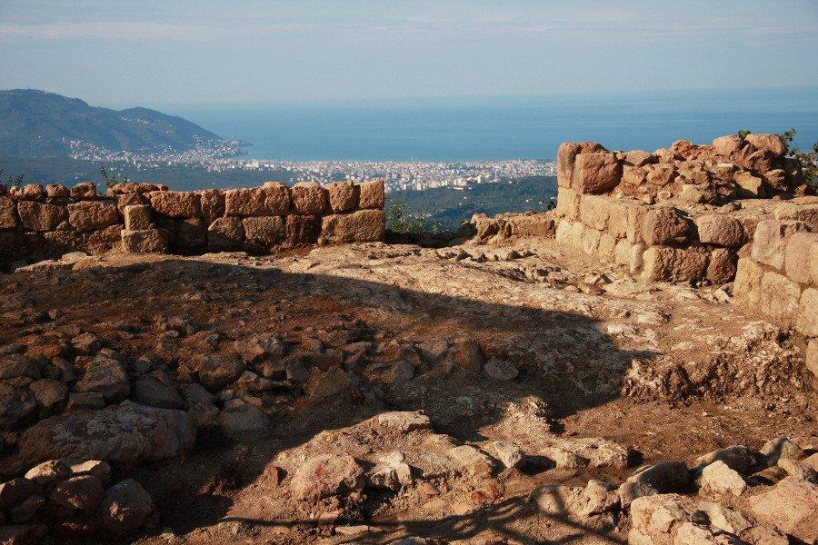 Κοτύωρα: Κάστρο από την εποχή του Μιθριδάτη κινδυνεύει με αφανισμό από ένα λατομείο