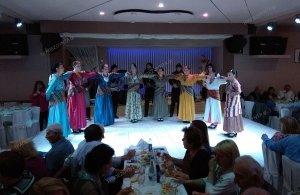 Πάνω από 180 δώρα (!) μοίρασε η «Μαύρη Θάλασσα» Νέας Σμύρνης στον ετήσιο χορό της