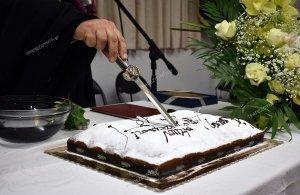 Έγινε στο Περιστέρι: Παπάς πήρε το μαχαίρι από Πόντιο ζίπκαλη για να κόψει τη… βασιλόπιτα! (φωτο)