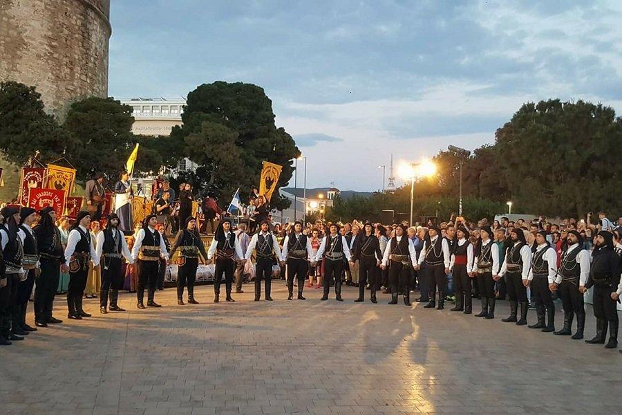 Αδελφοποιούνται οι ομοσπονδίες Ποντίων και Βλάχων στην Θεσσαλονίκη — Με χιλιάδες χορευτές θα επισφραγιστεί το γεγονός