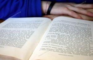 Βιβλία του Άνθιμου Παπαδόπουλου δώρησε η ΕΠΜ για τη διδασκαλία της ποντιακής διαλέκτου στο ΔΠΘ