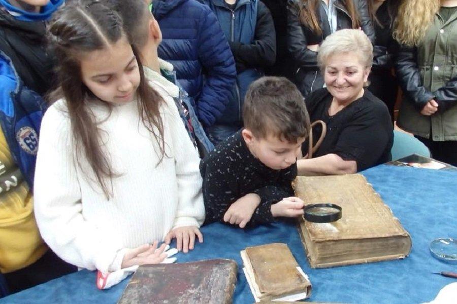 Εκπαιδευτική εκδρομή στην Εθνική Βιβλιοθήκη Αργυρουπόλεως έκανε η Εύξεινος Λέσχη Χαρίεσσας