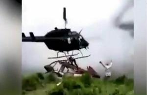 Επέζησε από πτώση ελικοπτέρου και βρήκε φρικτό θάνατο από το ελικόπτερο διάσωσης (βίντεο)
