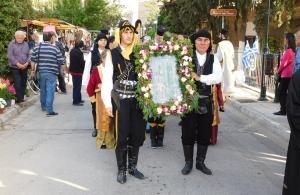 Ζιπκαλήδες λιτάνευσαν την εικόνα του Αγίου Ιωάννη του Βαζελώνα στο Μαρούσι (φωτο)