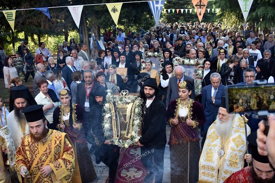 Μήνυμα ενότητας του ελληνισμού από τις πλαγιές του Βερμίου — Συναντήθηκαν για πρώτη φορά στην ιστορία οι εικόνες Βαζελώνα, Σουμελά και Περιστερεώτα (φωτο, βίντεο)