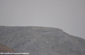 Περήφανα κυματίζει η ελληνική σημαία στη βραχονησίδα Ανθρωποφάς (βίντεο)