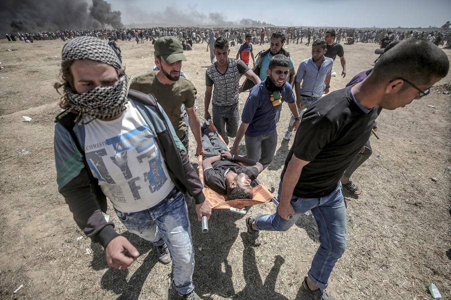 Σφαγή στη Λωρίδα της Γάζας: Οι Παλαιστίνιοι θάβουν τους νεκρούς τους (φωτο, βίντεο)