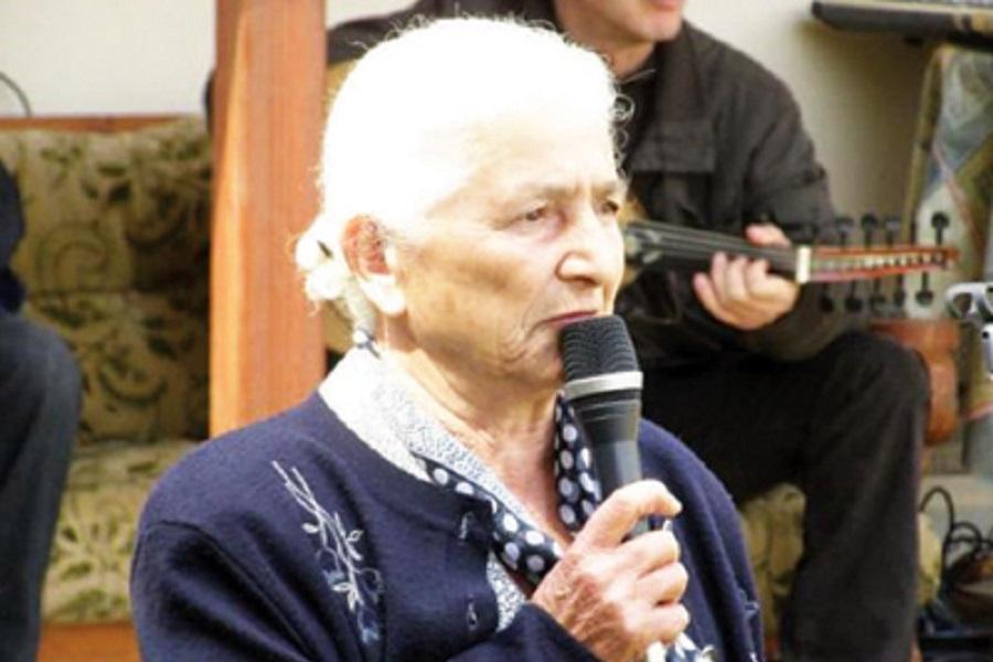 Συγκλονίζει με την ερμηνεία του κόνιαλη η 85χρονη Κατίνα Φαρασοπούλου (βίντεο)