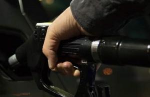 Στο «κόκκινο» παραμένουν οι τιμές των καυσίμων —Σε ποιες περιοχές ξεπέρασαν τα 2 ευρώ