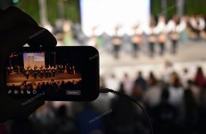 Χιλιάδες θεατές παρακολούθησαν στο άλσος Περιστερίου τη μουσικοχορευτική παράσταση για τις αλησμόνητες πατρίδες (φωτο, βίντεο)