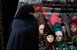 Γερμανία: Επί τάπητος η απαγόρευση της ισλαμικής μαντίλας για τις μαθήτριες