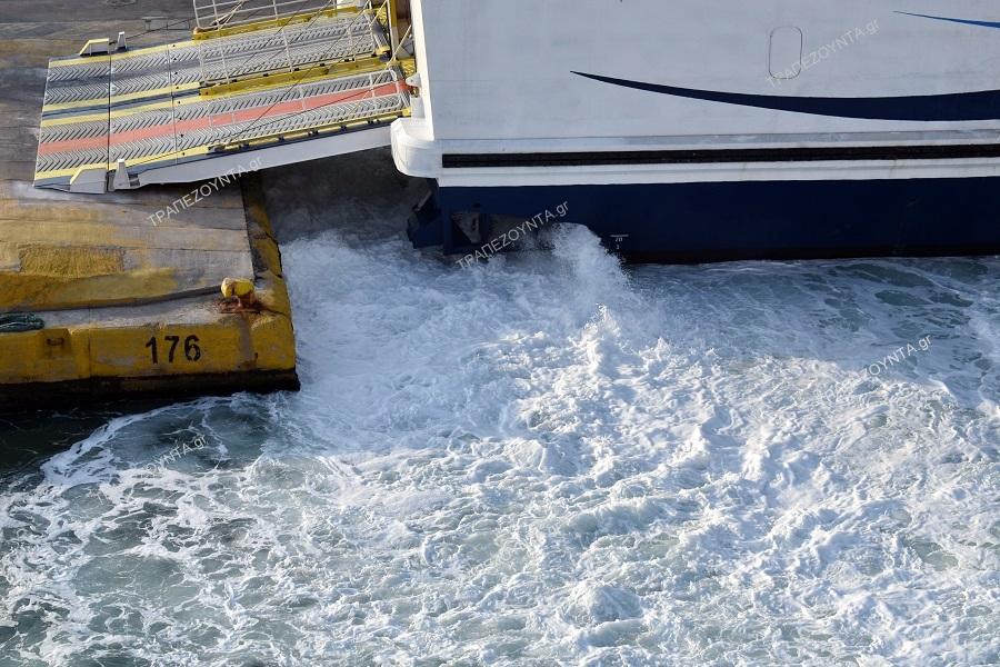 Πάρος: Βρέφος τραυματίστηκε από κλείσιμο πόρτας σε πλοίο