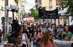«Μην πυροβολείτε το μέλλον μας» βροντοφώναξαν εκατοντάδες κάτοικοι των Αχαρνών (φωτο)