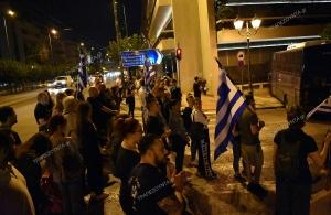 Δεκάδες άτομα στην Αθήνα, χθες, ζήτησαν την παραίτηση του ΠτΔ— Το βίντεο με τον Κοτζιά που προκαλεί οργή στην κοινωνία (βίντεο)