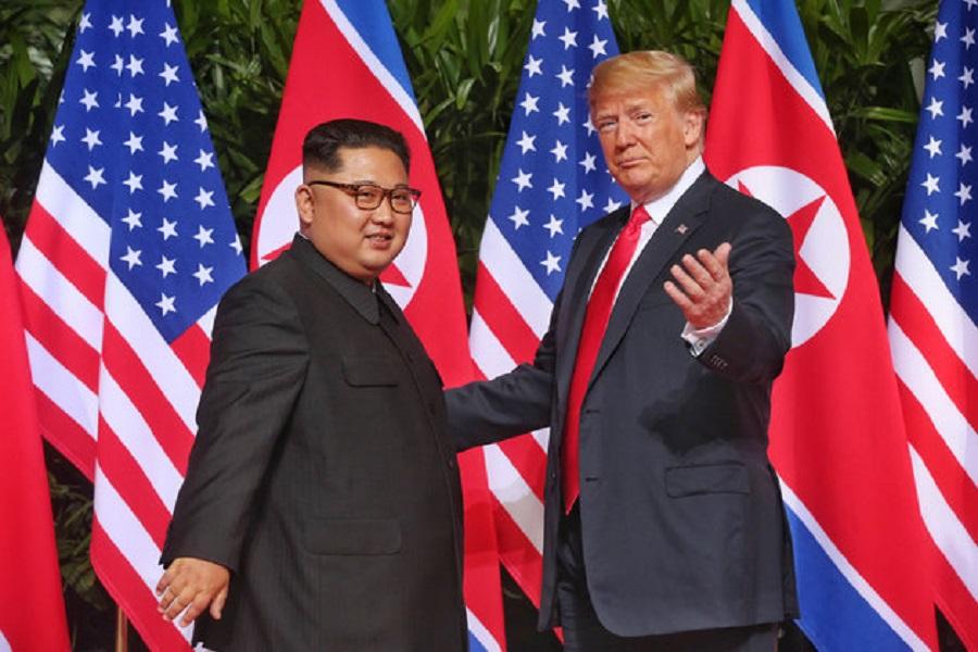 Η ιστορική συνάντηση του Τραμπ με τον Κιμ Γιονγκ ουν στην Σιγκαπούρη —Εν  αναμονή της 08c24e9af76