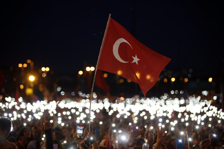 Ερντογάν: Δεν θα ξεχάσουμε ποτέ όσους προστάτεψαν τους πραξικοπηματίες