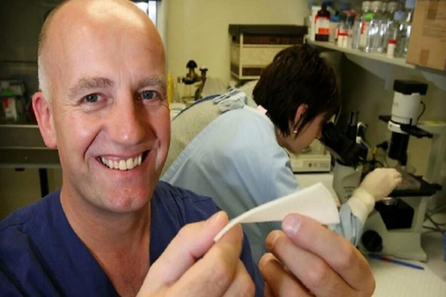 Στην Αθήνα διεθνώς αναγνωρισμένος Αυστραλός πλαστικός χειρουργός