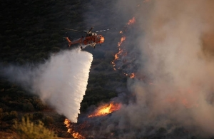 ΕΚΤΑΚΤΟ: Στις φλόγες η Κινέτα — «Πνίγεται» όλη η Αττική από τους καπνούς (φωτο)