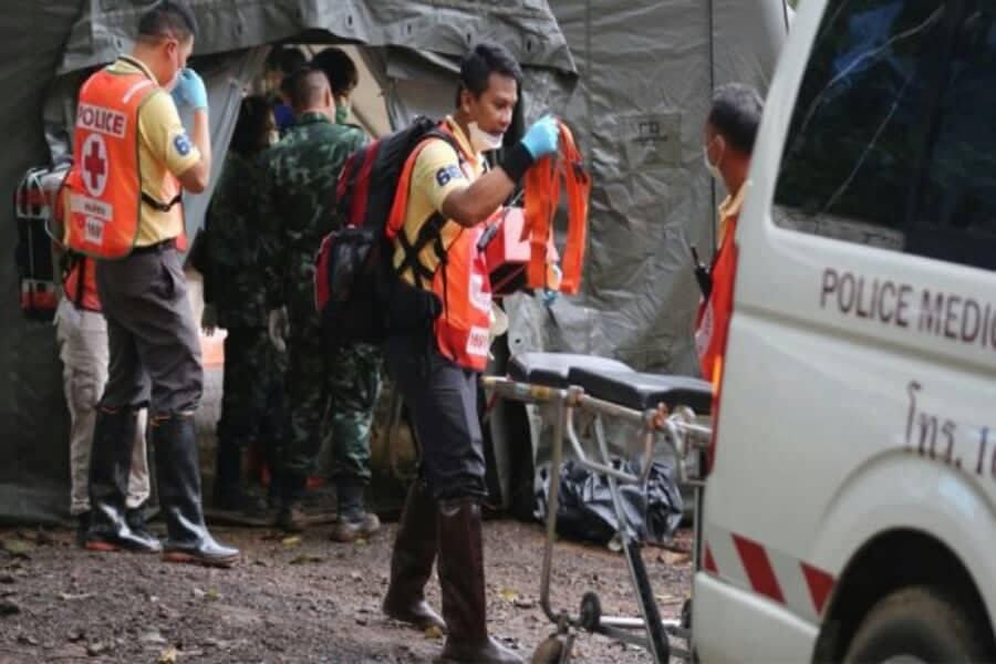 Ταϊλάνδη: Το θαύμα έγινε — Σώα βγήκαν από τη σπηλιά όλα τα παιδιά και ο προπονητής