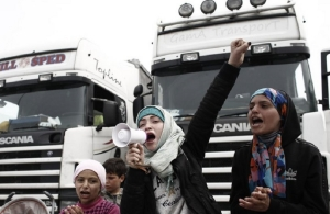 Λαύριο: Αυτοκίνητο έπεσε πάνω σε Κούρδους διαδηλωτές — Ακολούθησαν επεισόδια
