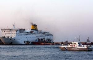 Φωτιά στο πλοίο «Ελευθέριος Βενιζέλος» — Κατέβηκαν με ασφάλεια οι 875 επιβάτες (φωτο)