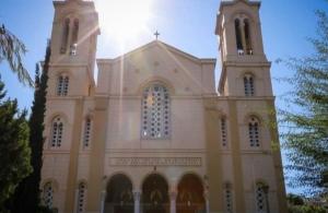 Άγνωστοι έκαναν «ντου» και διέκοψαν λειτουργία σε εκκλησία στην Ασκληπιού