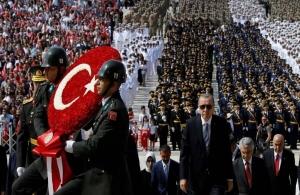 Ερντογάν: «Η Τουρκία δίνει μάχη για την ανεξαρτησία της όπως το 1922»