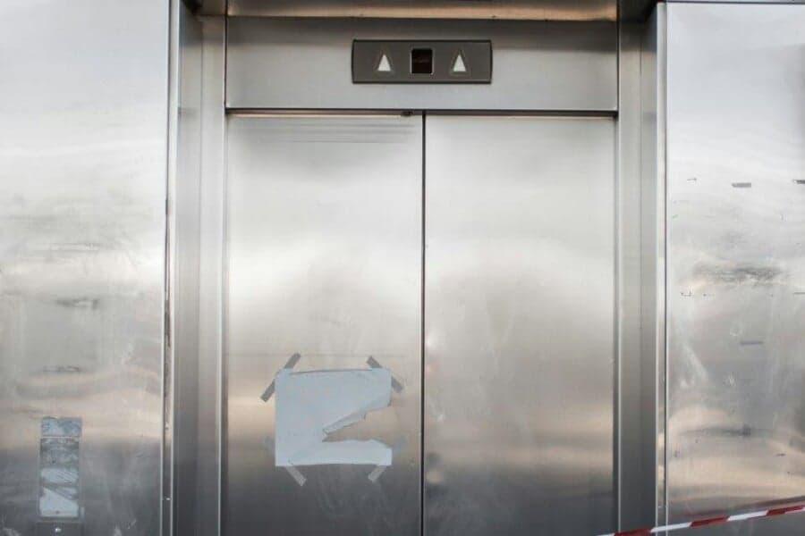 Θρήνος στα Χανιά: Πέθανε η 20χρονη που υπέστη καρδιακή προσβολή μέσα σε ασανσέρ