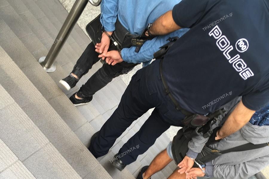 Δείτε αποκλειστικά στο ΤΡΑΠΕΖΟΥΝΤΑ.gr: Πορτοφολάδες στον ΗΣΑΠ πιάνονται επ' αυτοφώρω από το «θύμα» (βίντεο)