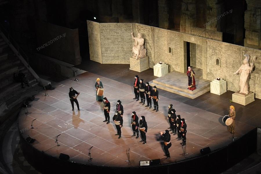 Ο Λάζος Τερζάς έφερε την ποντιακή διάλεκτο και την αρχαία τραγωδία «Οιδίπους Τύραννος» του Σοφοκλή, στο Ωδείο του Ηρώδη του Αττικού (φωτο)