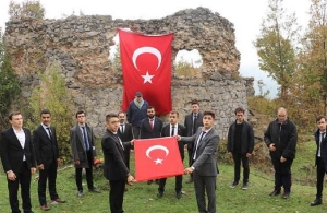 Ρητορική μίσους στην Πάφρα του Πόντου — Κρέμασαν την τουρκική σημαία στην Παναγιά του Οτ Καγιά (φωτο)