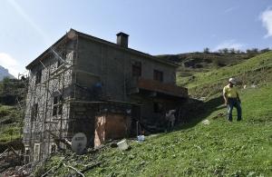 Στο στόχαστρο της νομαρχίας Αργυρούπολης βρέθηκε ένα σπίτι που δεν εναρμονίζεται με το φυσικό περιβάλλον της Σάντας