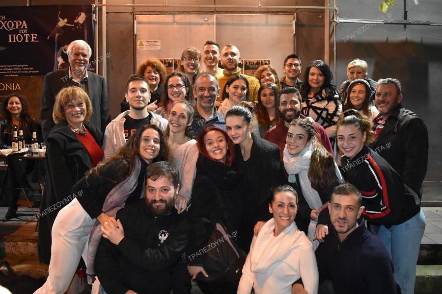 Εντυπωσιασμένα και συγκινημένα έφυγαν τα μέλη και οι φίλοι της ΕΠΟΝΑ και του ΣΠΦΝΑ από την παράσταση «Γενοκτονία» του Παύλου Κουρτίδη