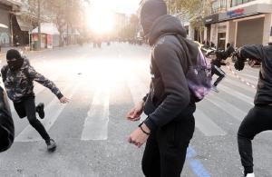 Ένταση στη μαθητική πορεία στο κέντρο της Αθήνας — Επεισόδια στη Θεσσαλονίκη (φωτο, βίντεο)