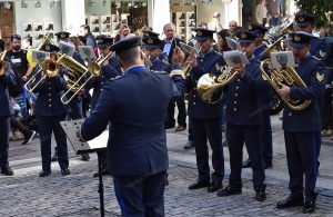 Ξεσήκωσε τον κόσμο στον πεζόδρομο της Ερμού η μπάντα της Πολεμικής Αεροπορίας (φωτο, βίντεο)