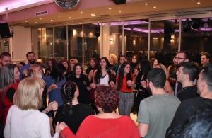 Δικαιώθηκε η «Παναγία Σουμελά» Σαλαμίνας να κάνει βράδυ τον ετήσιο χορό της — Έγινε το έλα να δεις (φωτο)