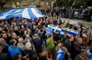 Η προκλητικότητα και η ασέβεια σε όλο της το μεγαλείο — Ψάχνουν να κατάσχουν τη σημαία του Κ. Κατσίφα οι αλβανικές αρχές